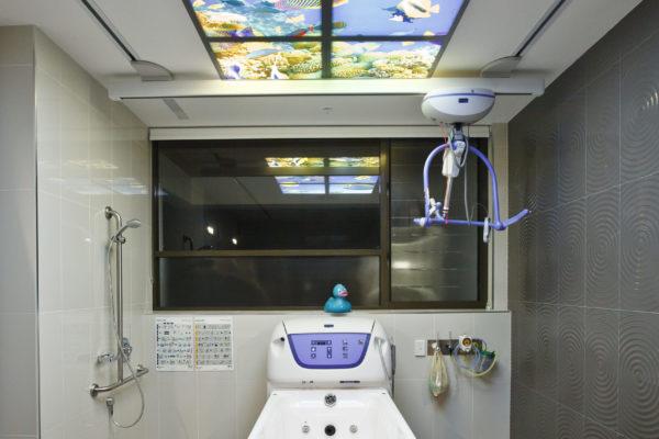 13 - Main Bathroom